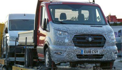 VWの4WD技術が搭載されるフォード トランジット 改良新型スクープ写真