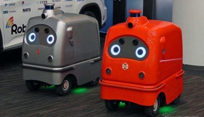 宅配ロボットの第二世代「CarriRo Delivery」。赤とシルバーのボディ色を持つ2台が実証実験で運用される。