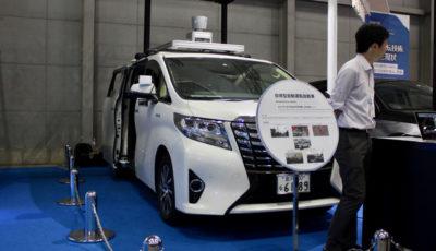 自動運転システムを搭載したトヨタ・アルファード(参考画像)
