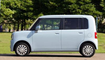 ダイハツの軽自動車は『ムーヴ』や『ミラ』のような丸みを帯びたエクステリアデザインを得意を特徴としているが、今回発売された『ムーヴコンテ』は『ネイキッド』以来、久々の四角いボディを採用している。
