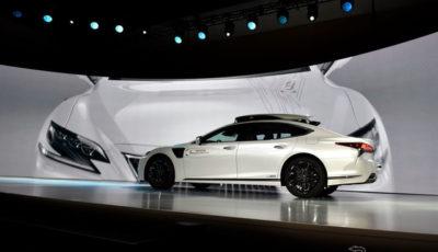 トヨタの新型自動運転実験車TRI-P4。レクサスLSがベース (c) Getty Images