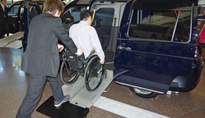トヨタ JPN TAXI 一部改良車を発表。3月より販売を開始する。車いす乗降性の改善がメインだ