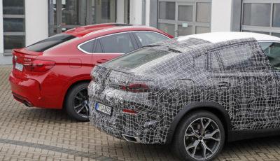 BMW X6 新型プロトタイプ(手前)と現行型X6Mのルーフ比較