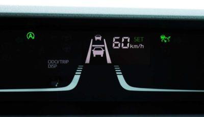 ACCとLKC動作時はメーター内LCDにそれがモニターされる