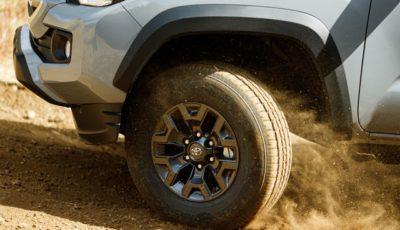 トヨタの新型車のティザーイメージ