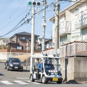 携帯電話網を用いて公道の自動運転車両に信号情報を送信する実証実験