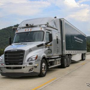 ダイムラー(北米ではフレイトライナーブランドで展開)の自動運転トラックの公道テスト