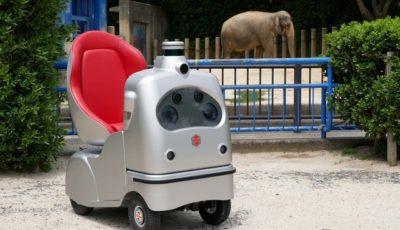 千葉市動物公園で実施された「オンライン動物園」で使われた自動運転ロボ「ラクロ」※実施前に撮影
