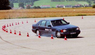 ボッシュのESCを最初に装備したメルセデスベンツSクラス(1995年)
