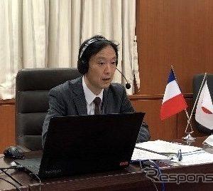 オンラインで意見交換する日笠大臣官房審議官