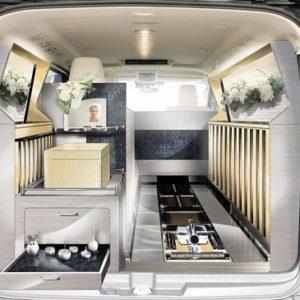 光岡自動車の新型霊柩車 グランエースエボリューション