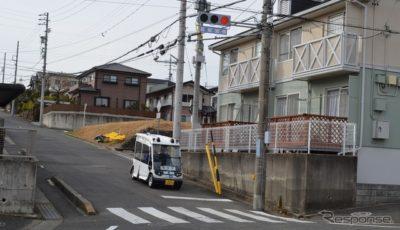 携帯電話網を用いて公道走行する自動運転車両へ信号情報を配信